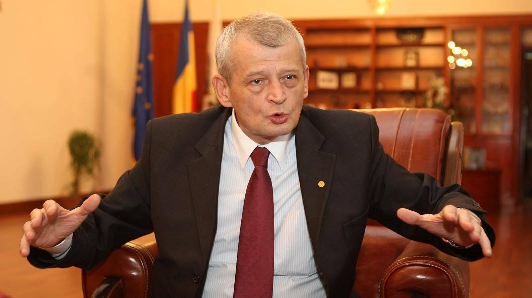 Sorin Oprescu, pe cont propriu in cursa pentru prezidentiale. Cine se teme de Primarul Capitalei?