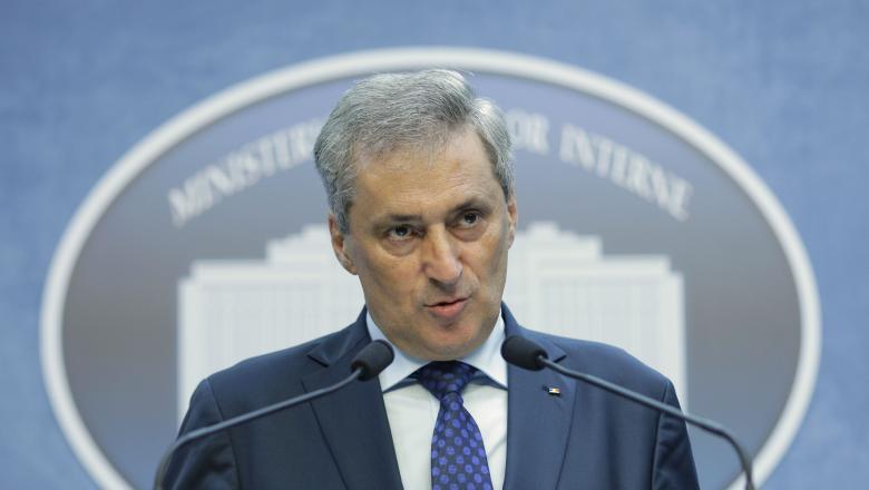 Ministrul de interne a vorbit despre cazul permiselor de port-arma